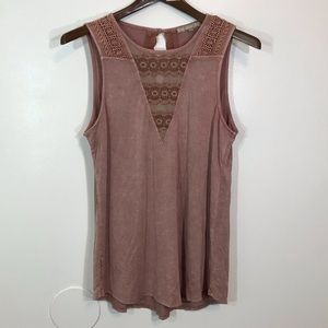 Gimmick lace embroidered tank top